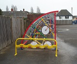 TE01 - Harlequin shelter with cycle themed end panels